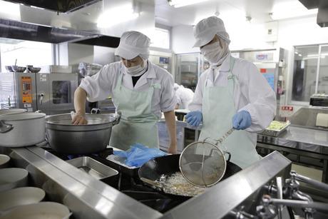 サポートがあるからこそ効率が上がり、お客様の満足に繋がる。調理スタッフを支える縁の下の力持ちを募集!